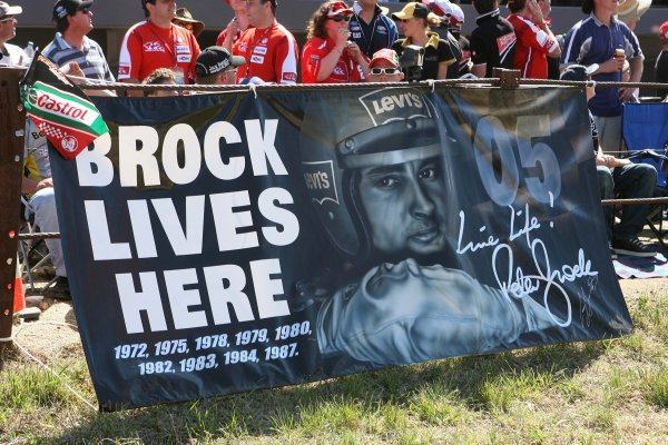 V8 Supercar Championship Round 9 Bathurst. V8 Supercar fans pay tribute to Peter Brock during the Supercheap Auto 1000 at Mt Panorama, Bathurst. Australia. October 5th - 8th, 2006. Mark Horsburgh