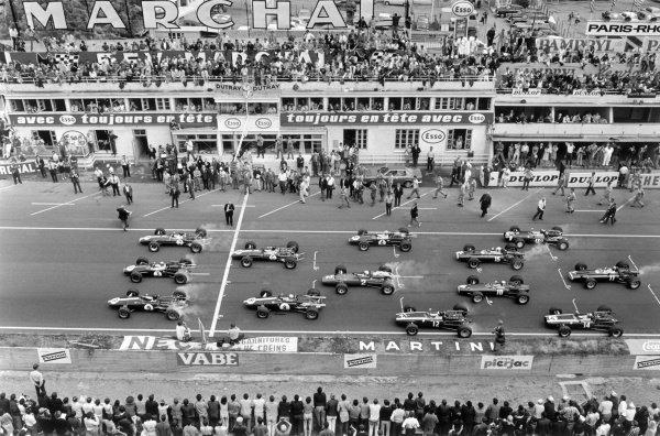 1967 French Grand Prix. Bugatti Circuit, Le Mans, France. 2 July 1967. Graham Hill (#7, Lotus 49-Ford Cosworth), Jack Brabham (#3, Brabham BT24-Repco) and Dan Gurney (#9, Eagle T1G-Weslake) lead Jim Clark (#6, Lotus 49-Ford Cosworth), Bruce McLaren (#8, Eagle T1G-Weslake), Denny Hulme (#4, Brabham BT24-Repco), Chris Amon (#2, Ferrari 312), Jochen Rindt (#12, Cooper T81B-Maserati), Chris Irwin (#15, BRM P83), Jackie Stewart (#10, BRM P261), Jo Siffert (#18, Cooper T81-Maserati), Pedro Rodriguez (#14, Cooper T81-Maserati) and Mike Spence (#11, BRM P83) at the start. World Copyright: LAT Photographic Ref: black & white/MotorSport calendar