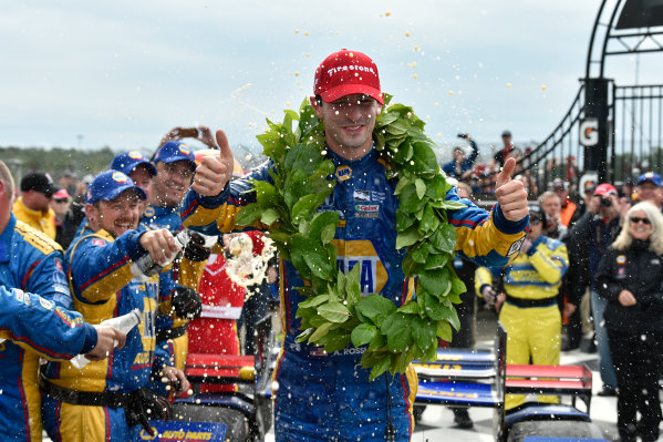 Verizon IndyCar Series IndyCar Grand Prix at the Glen Watkins Glen International, Watkins Glen, NY USA Sunday 3 September 2017 Alexander Rossi, Curb Andretti Herta Autosport with Curb-Agajanian Honda celebrates the win with team in victory lane. World Copyright: Scott R LePage LAT Images ref: Digital Image lepage-170903-wg-7877