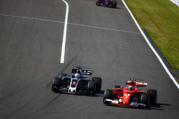 Suzuka Circuit, Japan. Sunday 08 October 2017. Romain Grosjean, Haas VF-17, battles with Kimi Raikkonen, Ferrari SF70H. World Copyright: Andy Hone/LAT Images  ref: Digital Image _ONZ4164