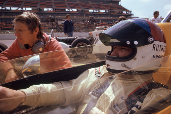 1974 USAC Indycar Series.Ontario, California, USA. 3rd-10th March 1974.Johnny Rutherford with Tyler Alexander.World Copyright: Murenbeeld/LAT Photographic