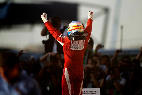 Bahrain International Circuit, Sakhir, Bahrain 14th March 2010 Fernando Alonso, Ferrari F10, 1st position, celebrates victory. Portrait. Helmets. Finish. World Copyright: Andrew Ferraro /LAT Photographic ref: Digital Image _Q0C5650