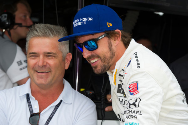 Verizon IndyCar Series Indianapolis 500 Practice Indianapolis Motor Speedway, Indianapolis, IN USA Wednesday 17 May 2017 Fernando Alonso, McLaren-Honda-Andretti Honda talks to Gil de Ferran World Copyright: Geoffrey M. Miller LAT Images