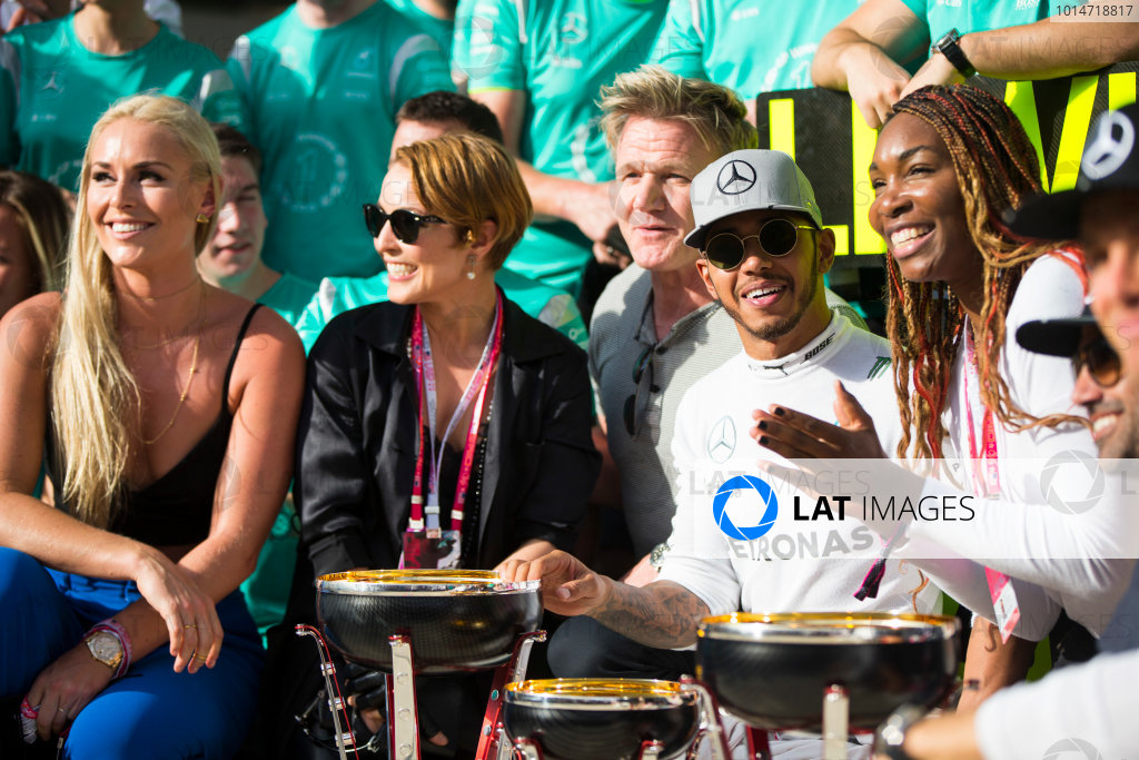 Circuit of the Americas, Austin Texas, USA. Sunday 23 October 2016. Lewis Hamilton, Mercedes AMG, 1st Position, the Mercedes team and celebrities including Skier Lindsey Vonn, Actress Noomi Rapace, TV Chef Gordon Ramsay and Tennis star Venus Williams, celebrate after the race. World Copyright:Andrew Hone/LAT Photographic ref: Digital Image _ONY8994