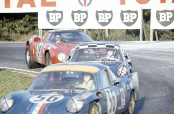 1968 Le Mans 24 hours. Le Mans, France. 28-29 September 1968. Masten Gregory/Charles Kolb (Ferrari 275LM) follows two Alpine-Renaults. World Copyright: LAT Photographic Ref: 68LM33