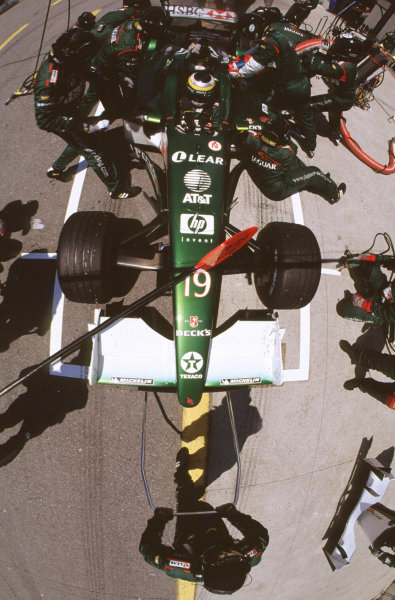 2001 Canadian Grand PrixMontreal, Canada. 8th-10th June 2001Pedro De La Rosa, Jaguar R2, pitstop.World Copyright: LAT Photographicref: 35mm Image A11