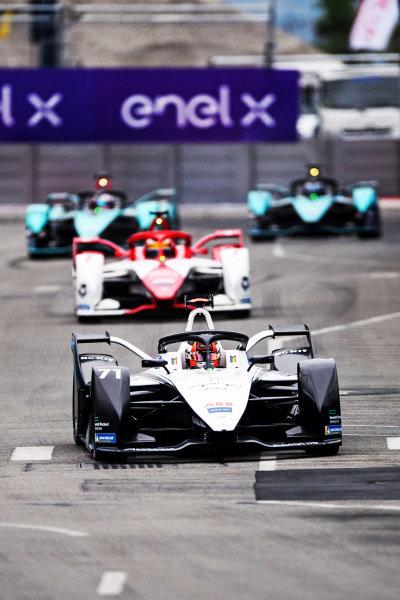 Norman Nato (FRA), Venturi Racing, Silver Arrow 02, leads Sergio Sette Camara (BRA), Dragon Penske Autosport, Penske EV-5