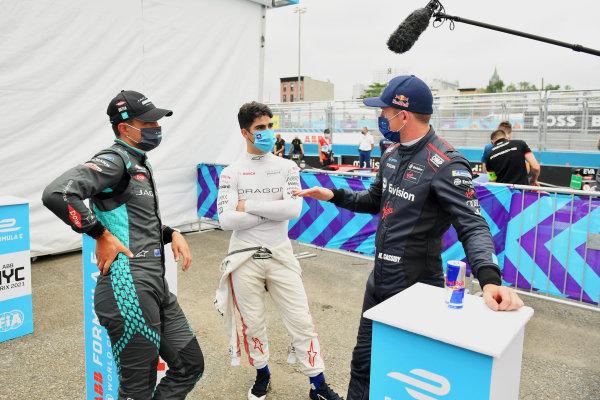 Mitch Evans (NZL), Jaguar Racing, Sergio Sette Camara (BRA), Dragon Penske Autosport, and Nick Cassidy (NZL), Envision Virgin Racing, after Qualifying