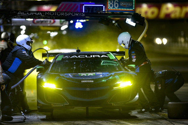 #86 Meyer Shank Racing w/ Curb-Agajanian Acura NSX GT3, GTD: Mario Farnbacher, Trent Hindman, Justin Marks, pit stop