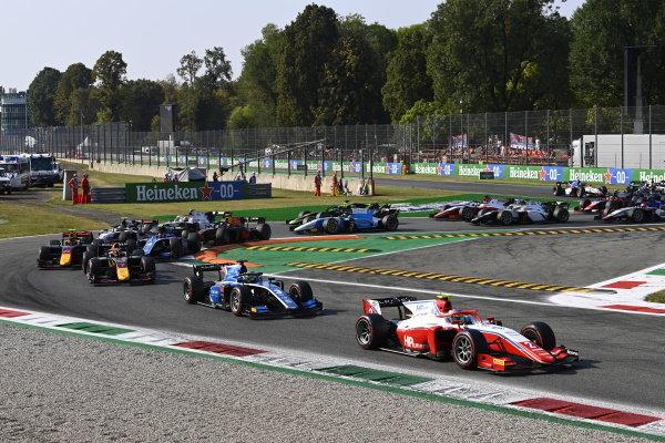 Oscar Piastri (AUS, Prema Racing) Guanyu Zhou (CHN, Uni-Virtuosi Racing) Liam Lawson (NZL, Hitech Grand Prix)