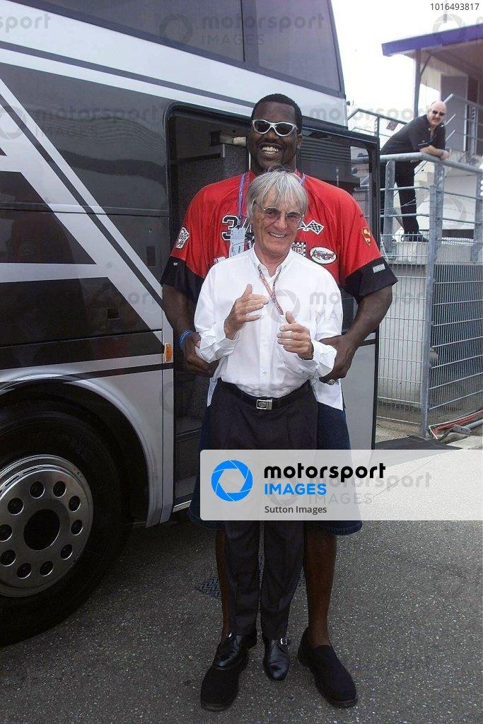 Bernie Ecclestone(GBR) F1 Supremo , Shaquille O'Neal (USA) LA Lakers  German Grand Prix, Hockenheim 29 July 2001 DIGITAL IMAGE