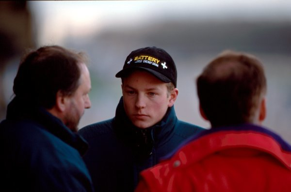 Kimi Raikkonen (FIN) talkks with Haywood Racings Jim Warren (GBR) at his first car test. General Testing, Donington Park, England, 16 December 1998.