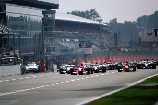 Rubens Barrichello, Ferrari F2004 leads Juan Pablo Montoya, Williams FW26 BMW, Fernando Alonso, Renault R24 and Michael Schumacher, Ferrari F2004 at the start.
