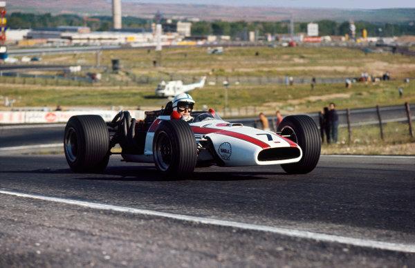 Jarama, Spain. 12 May 1968. Rd 2.John Surtees (Honda RA301), retired, action. World Copyright: LAT Photographic.Ref: 68ESP15.