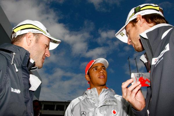Nurburgring, Germany11th July 2009Rubens Barrichello, Brawn GP BGP001 Mercedes, Lewis Hamilton, McLaren MP4-24 Mercedes and Jenson Button, Brawn GP BGP001 Mercedes. Portrait.World Copyright: Charles Coates/LAT Photographicref: Digital Image _26Y9935