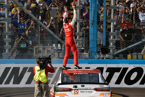 Monster Energy NASCAR Cup Series Can-Am 500 Phoenix Raceway, Avondale, AZ USA Sunday 12 November 2017 Matt Kenseth, Joe Gibbs Racing, Circle K Toyota Camry celebrates his win World Copyright: Nigel Kinrade LAT Images