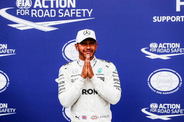 Autodromo Nazionale di Monza, Italy. Saturday 02 September 2017. Lewis Hamilton, Mercedes AMG, celebrates after taking his 69th F1 Pole Position. World Copyright: Zak Mauger/LAT Images  ref: Digital Image _56I7671
