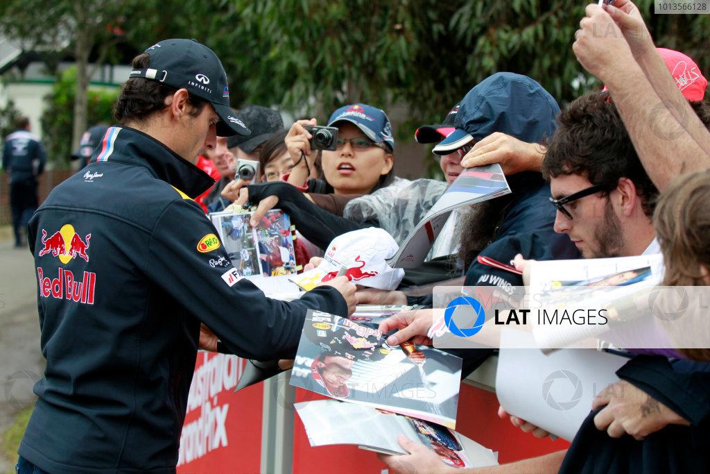 Albert Park, Melbourne, Australia24th March 2011.Mark Webber, Red Bull Racing RB7 Renault. Signs autographs for fans. Portrait. World Copyright: Charles Coates/LAT Photographicref: Digital Image _X5J7083