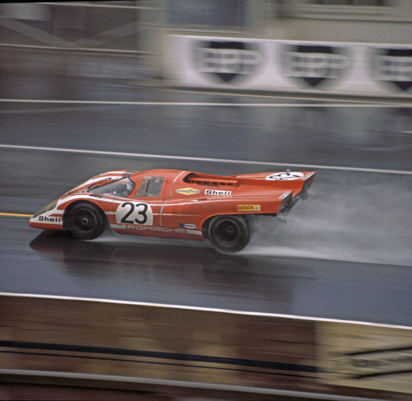 Le Mans, France. 13-14 June 1970. Hans Herrmann/Richard Attwood (Porsche 917K), 1st position, action. World Copyright: LAT Photographic Ref: 70MFLM