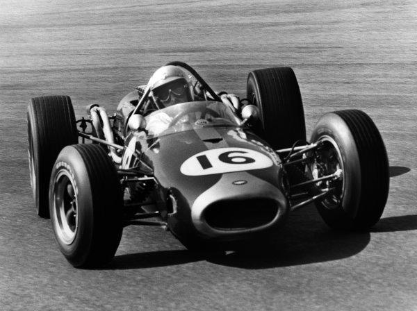 1966 Dutch Grand Prix. Zandvoort, Holland. 24 July 1966. Jack Brabham (Brabham BT19 Repco), 1st position, action. World Copyright: LAT Photographic. Ref: B/W Print.