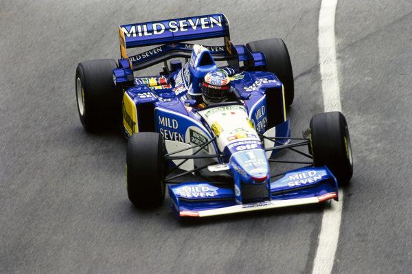 Michael Schumacher, Benetton B195 Renault, gets sideways.