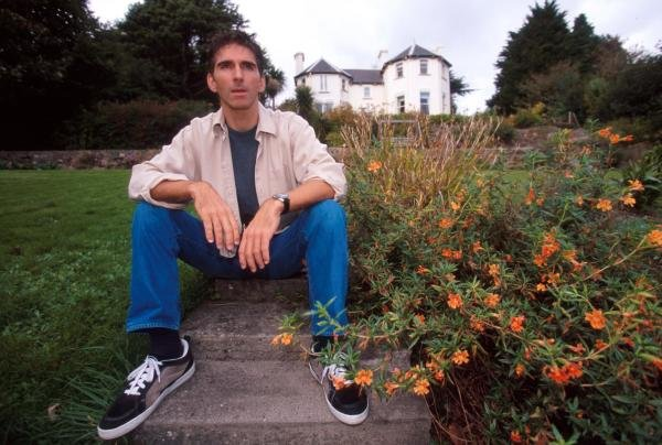 Damon Hill (GBR) relaxes in his garden outside his home.Home Feature, Dublin, Eire, 12 October 1998.