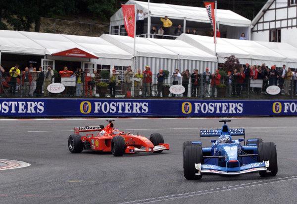 2001 Belgian Grand Prix - RaceSpa Francorchamps, Belgium. 2nd Spetember 2001.Giancarlo Fisichella, Benetton Renault B201, leads Rubens Barrichello, Ferrari F2001, action.World Copyright: Steve Etherington/LAT Photographicref: 17 5mb Digital Image Only