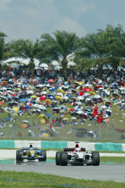 2003 Malaysian Grand Prix. Sepang, Kuala Lumpur, Malaysia.21-23 March 2003.Jenson Button (B.A R. 005 Honda) followed by Jarno Trulli (Renault R23).World Copyright - LAT Photographic ref: Digital Image Only