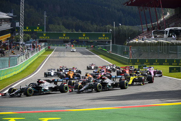 Lewis Hamilton, Mercedes F1 W11 EQ Performance leads Valtteri Bottas, Mercedes F1 W11 EQ Performance, Max Verstappen, Red Bull Racing RB16 and Daniel Ricciardo, Renault R.S.20 at the start of the race