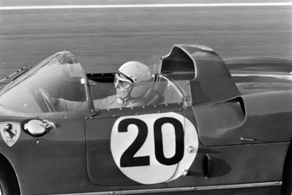 Jean Guichet / Nino Vaccarella, Scuderia Ferrari, Ferrari 275P.