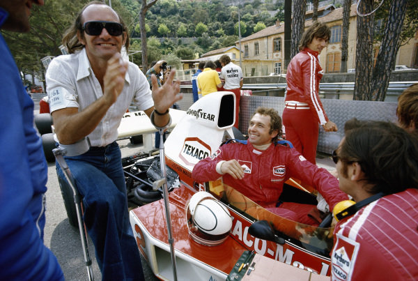 Jochen Mass, McLaren M23 Ford, with Mike Hailwood in the pits.