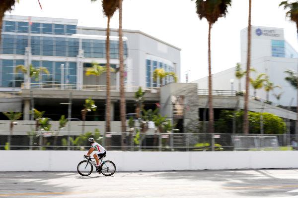 2014/2015 FIA Formula E Championship. Long Beach ePrix, Long Beach, California, United States of America. Friday 3 April 2015 Jarno Trulli (ITA)/Trulli Racing - Spark-Renault SRT_01E cycles the track. Photo: Zak Mauger/LAT/Formula E ref: Digital Image _L0U5953