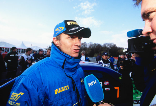2003 World Rally ChampionshipRally of Great Britain, Wales. 6th - 9th November 2003.Petter Solberg, Subaru Impreza WRC 2003. Portrait. Solberg is interviewed as he wins the Championship.World Copyright: Spinney/LATref: 35mm Image WRC_GB_21 jpg
