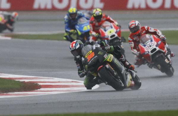 2015 MotoGP Championship.  British Grand Prix.  Silverstone, England. 28th - 30th August 2015.  Bradley Smith, Tech 3 Yamaha, leads Andrea Dovizioso, Ducati.  Ref: KW7_7927a. World copyright: Kevin Wood/LAT Photographic