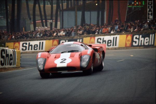 Le Mans, France. 14 - 15 June 1969 Jo Bonnier/Masten Gregory (Lola T70 Mk3B-Chevrolet), retired, action. World Copyright: LAT Photographic Ref:  69LM24.