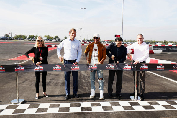 Circuit of the Americas, Austin, Texas, United States of America. Thursday 19 October 2017. Lewis Hamilton, Mercedes AMG, opens the kart track with Bobby Epstein, COTA chairman. World Copyright: Zak Mauger/LAT Images  ref: Digital Image _56I8195