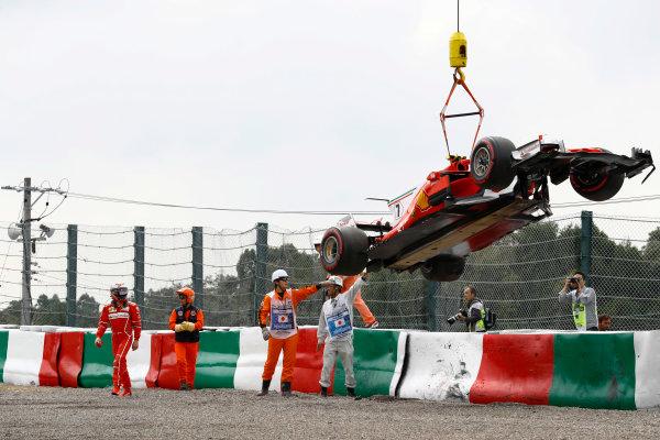 Suzuka Circuit, Japan. Saturday 07 October 2017. Marshals remove the car of Kimi Raikkonen, Ferrari SF70H, after a crash. World Copyright: Steven Tee/LAT Images  ref: Digital Image _O3I7215