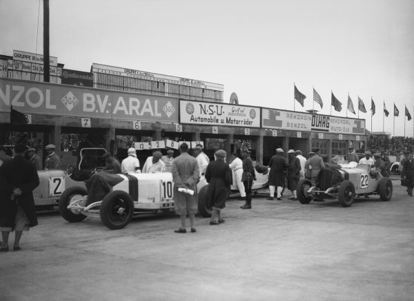 Nurburgring, Germany. 19th July 1931. The cars of Manfred von Brauchitsch (#2 Mercedes-Benz SSKL), Hans Stuck (#10 Mercedes-Benz SSKL) and Otto Spandel (#22 Mercedes-Benz SSKL), in the pit lane before the start, action.  World Copyright: LAT Photographic. Ref:  Autocar Glass Plate B6822