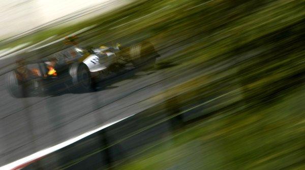 2007 Italian Grand Prix Autodromo di Monza, Monza, Italy. 7th - 9th September 2007. Giancarlo Fisichella, Renault R27. Action. World Copyright: Glenn Dunbar/LAT Photographic ref: Digital Image _O9T8298