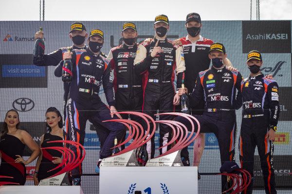 Kalle Rovanperä (FIN), Jonne Halttunen (FIN), Toyota Gazoo Racing WRT, Toyota Yaris WRC 2021, Craig Breen (IRE), Paul Nagle (IRE), Thierry Neuville (BEL), Hyundai World Rally Team, Hyundai i20 Coupe WRC 2021