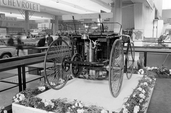 Daimler Stahlradwagen. Steel-wheeled car first shown at the 1899 Paris Show.