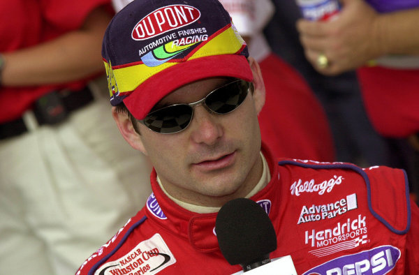 Jeff Gordon holds a post-race press conference with the checkerd flags of victory circle reflected in his sunglasses.NASCAR DieHard 500 at Talladega Superspeedway 16 April,2000 LAT PHOTOGRAPHIC-F Peirce Williams 2000