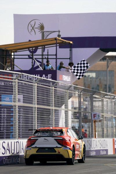 Zhang Yaqi (CHI), Jaguar China Racing takes the chequered flag
