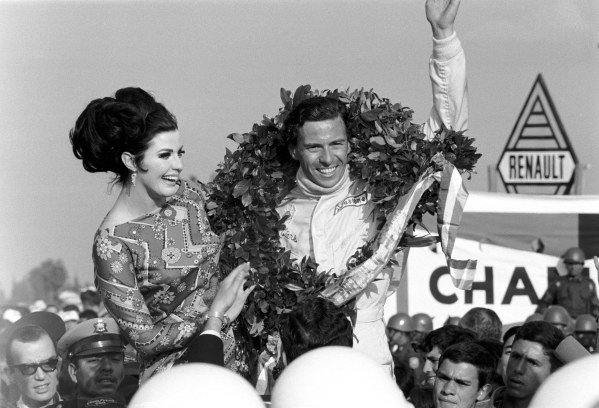 Jim Clark (GBR) celebrates his fifth victory in the final race of the season.  Mexican Grand Prix, Mexico City, 22 October 1967.