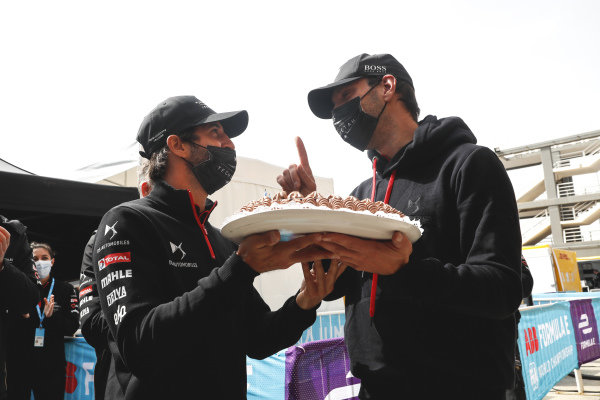 Jean-Eric Vergne (FRA), DS Techeetah being presented with his birthday cake by Antonio Felix da Costa (PRT), DS Techeetah
