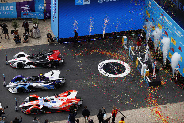 Andre Lotterer (DEU), Tag Heuer Porsche, 3rd position, Jake Dennis (GBR), BMW I Andretti Motorsport, 1st position, and Alex Lynn (GBR), Mahindra Racing, 2nd position, on the podium