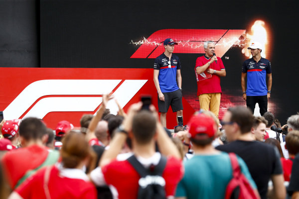 Daniil Kvyat, Toro Rosso and Pierre Gasly, Toro Rosso on stage in the fan zone