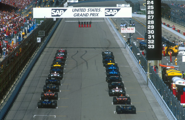 2001 United States Grand Prix.Indianapolis, Indiana, USA.28-30 September 2001.The field lining up on the grid at the start, ready for the off when the red lights go out.Ref-01 USA 01.World Copyright - LAT Photographic