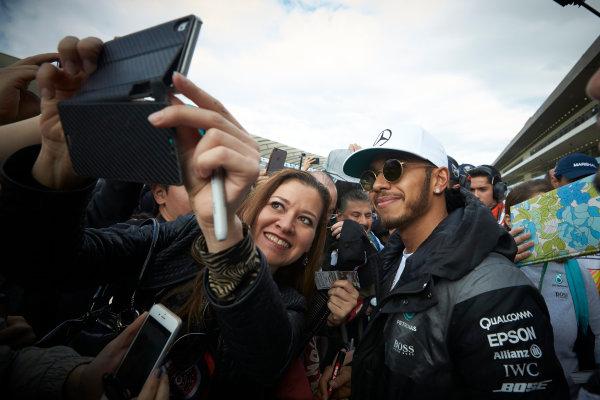 Autodromo Hermanos Rodriguez, Mexico City, Mexico. Thursday 27 October 2016. Lewis Hamilton, Mercedes AMG, has his picture taken with a fan. World Copyright:Steve Etherington/LAT Photographic ref: Digital Image SNE21739