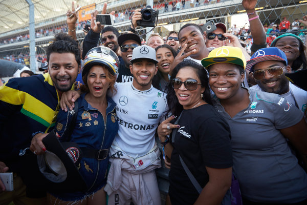 Circuit of the Americas, Austin Texas, USA. Sunday 23 October 2016. Lewis Hamilton, Mercedes AMG, 1st Position, celebrates with fans after the race. World Copyright: Steve Etherington/LAT Photographic ref: Digital Image SNE10876